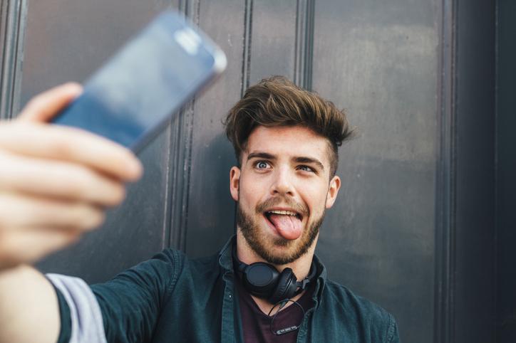 estudio revela que los extraños eligen mejores fotos de perfil para nosotros