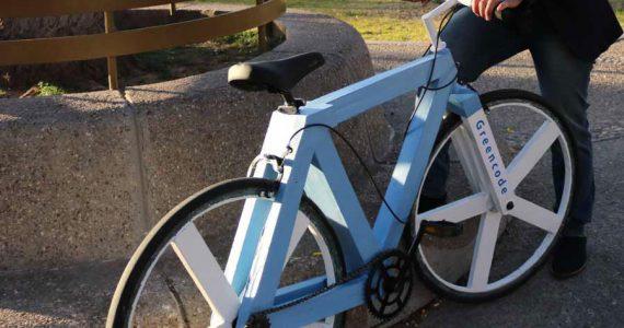 bicicleta hecha de papel