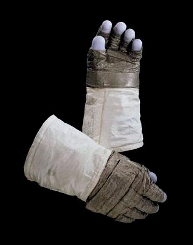 guantes de Neil Armstrong