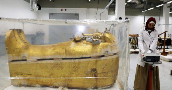 restauración del sarcófago de Tutankamón