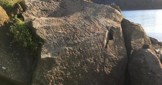 mensaje en una roca
