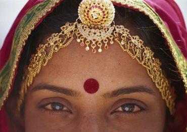 punto rojo mujeres hindúes