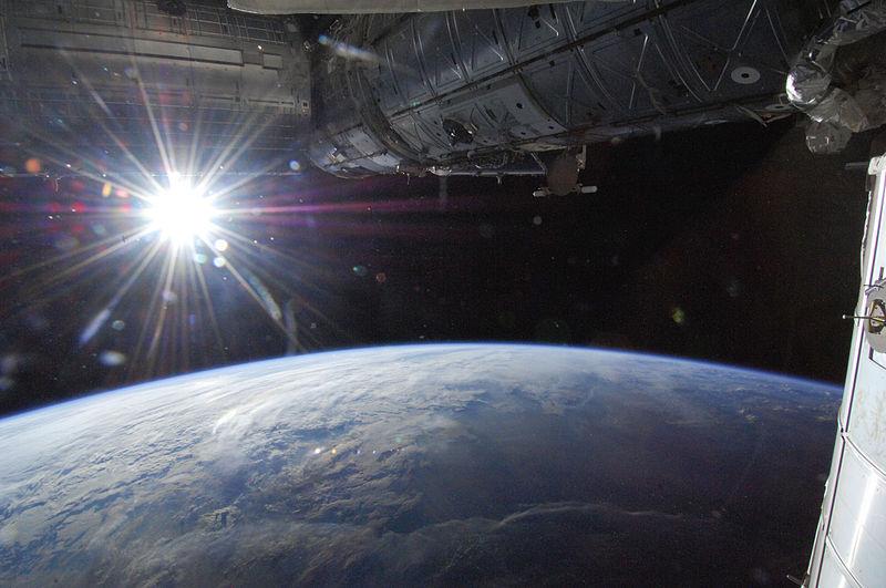 sistema solar velocidad de la luz