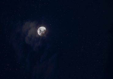 La Luna es más metálica satélite astro NASA