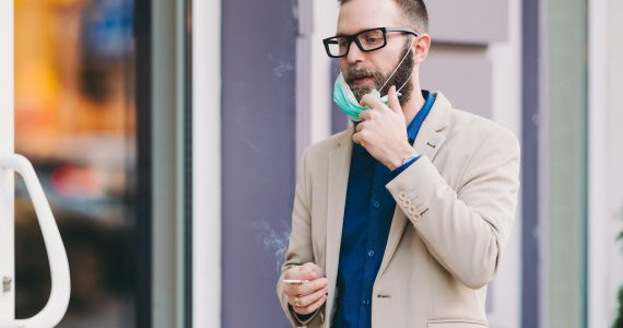 fumar y vapear covid-19