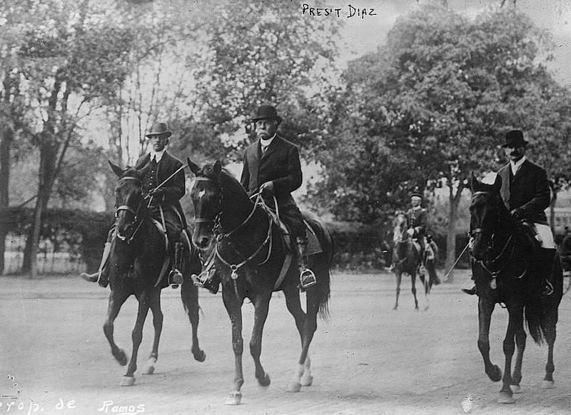 Porfirio Díaz a caballo