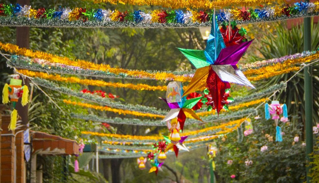 pinata diciembre adornos decembrinos decoracion calle mexico
