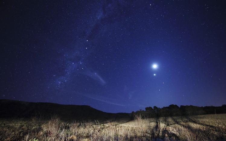 conjunción Mercurio Júpiter y Saturno
