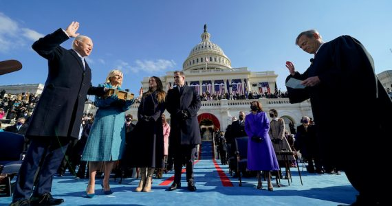 Joe Biden toma de protesta