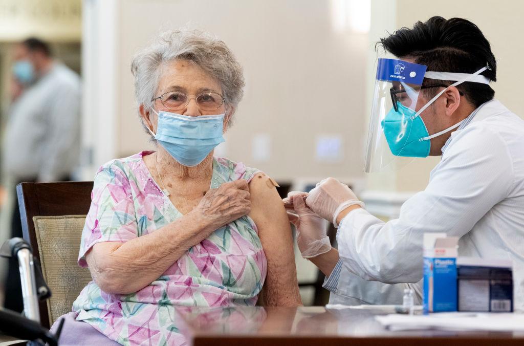 Covid-19 vacunar primero