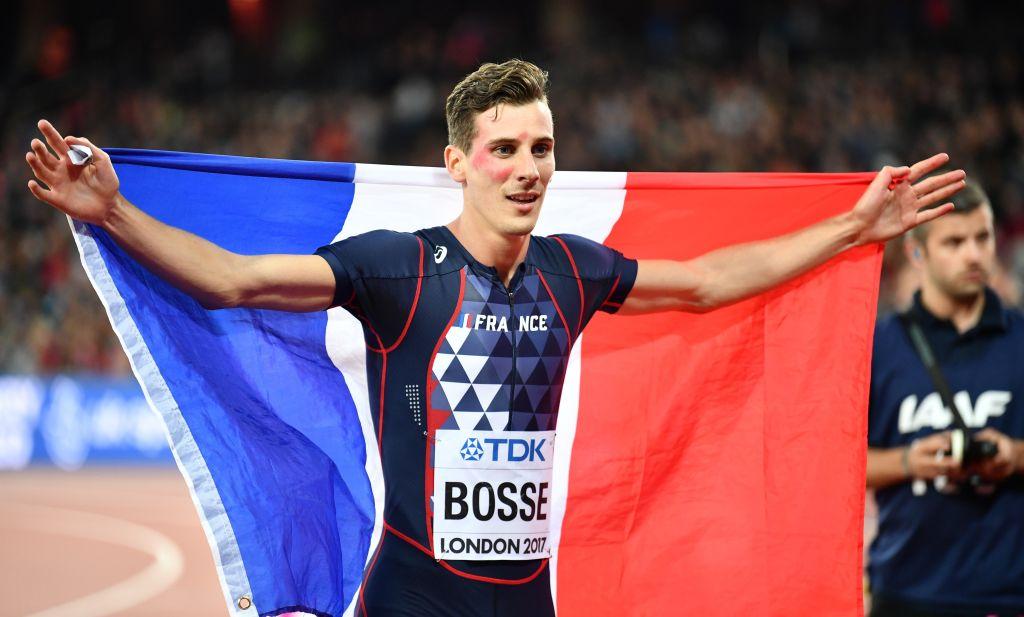 Atleta francés con bandera