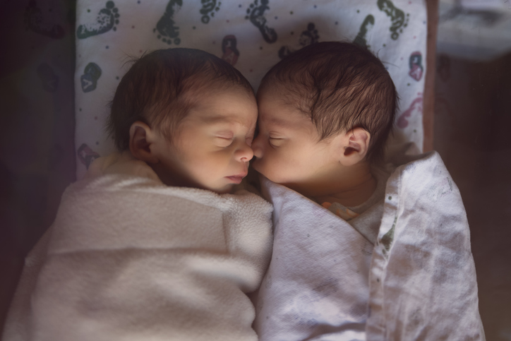 más gemelos