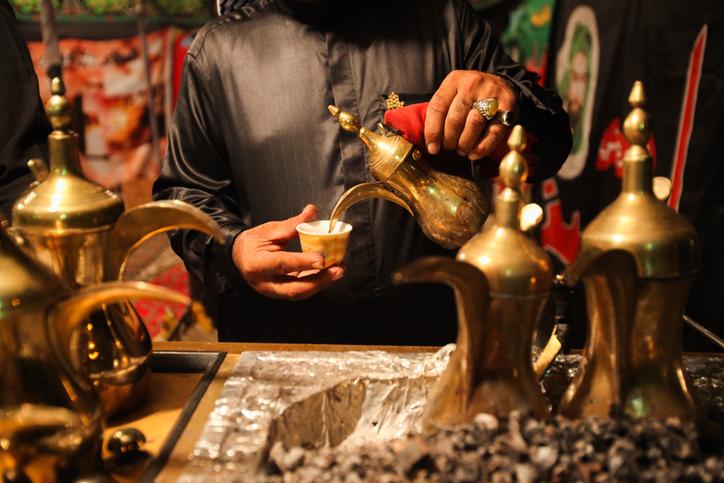 científicos-árabes-café