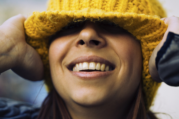 cual es la causa de los dientes amarillos