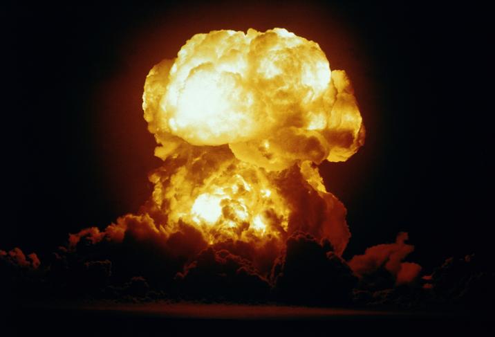 diferencia entre una bomba atomica y una bomba de hidrogeno